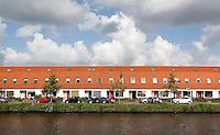 Zaandam- Rijtjeshuizen aan de Zaan.