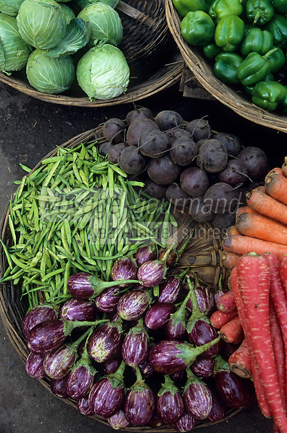 Asie/Inde/Maharashtra/Bombay: Colaba Market - Etal d'un marchand de légumes