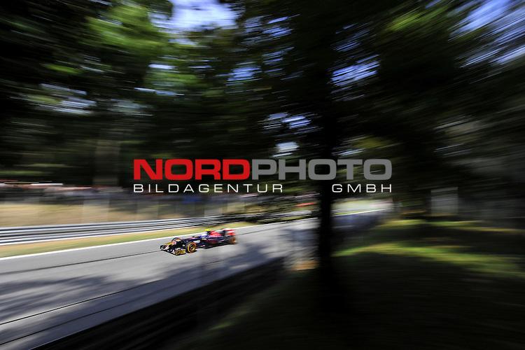 05.-08.09.2011, Autodromo Nationale, Monza, ITA, F1, Grosser Preis von Italien, Monza, im Bild Daniel Ricciardo (AUS) Scuderia Toro Rosso <br />  Foto &copy; nph / Mathis