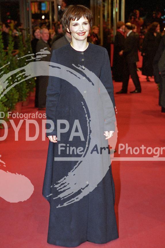 French actress Juliette Binoche attends the premiere of 'Chocolat' at Berlinale 2001, 51. Internationale Filmfestspiele Berlin / 51st Berlin Film Festival