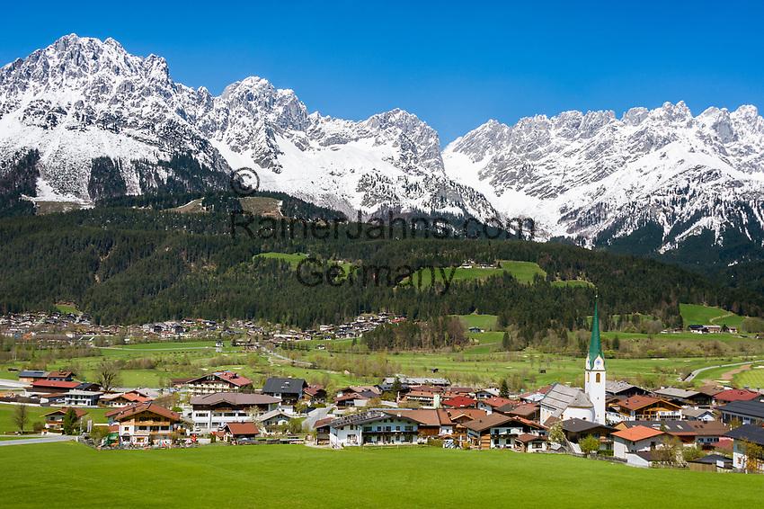 Austria, Tyrol, Ellmau with village church and Wilder Kaiser mountains | Oesterreich, Tirol, Ellmau am Wilden Kaiser mit Dorfkirche