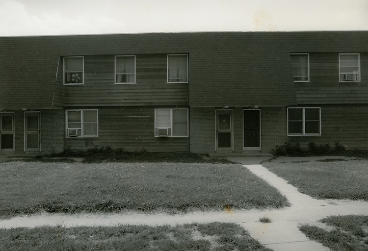 1990 July ..Assisted Housing..Oakleaf Forest..Oakleaf Forest B&W Study:.Head on shots of typical 1&2 story cottages all sides.07/90 HOUSING:Oaklf fr:1 :1 :R1...NEG#.NRHA#..