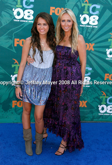 "Singer/Actress Miley Cyrus and mother Leticia ""Tish"" Cyrus arrive at the 2008 Teen Choice Awards at the Gibson Amphitheater on August 3, 2008 in Universal City, California."