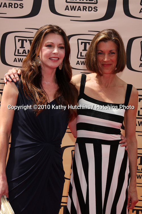 Jane Leeves & Wendie Malick.arrives at the 2010 TV Land Awards.Sony Studios.Culver City, CA.April 17, 2010.©2010 Kathy Hutchins / Hutchins Photo...