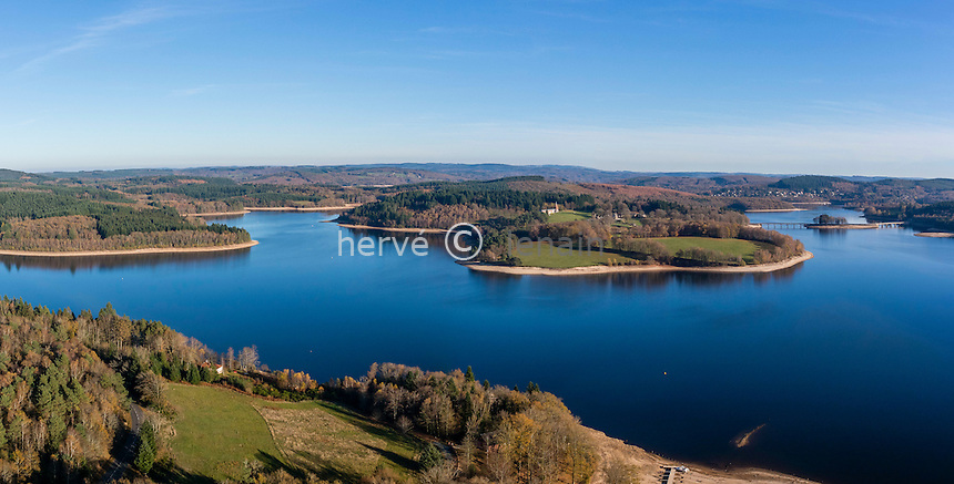 France, Haute-Vienne (87) et Creuse (23), lac de Vassivière et l'île de Vassivière et son Centre international d'art et du paysage (vue aérienne) // France, Creuse and Haute Vienne, Vassiviere lake (aerial view)