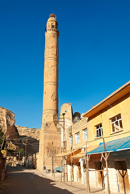 El Rizk Mosque – The Mosque was built in 1409 by the Ayyubid sultan Süleyman and stands on the bank of the Tigris River. It has Kufic incriptions & decorations. Hasankeyf, Turkey 1