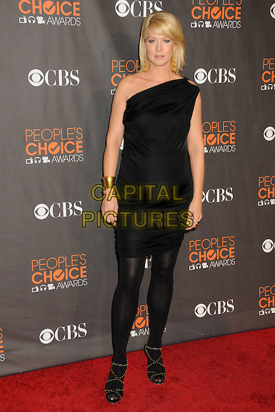 JENNA ELFMAN.Arrivals  at the 36th Annual People's Choice Awards - Arrivals held at the Nokia Theatre LA Live, Los Angeles, California, USA..January 6th, 2009.full length pregnant maternity black dress one shoulder tights sandals .CAP/ADM/BP.©Byron Purvis/AdMedia/Capital Pictures.