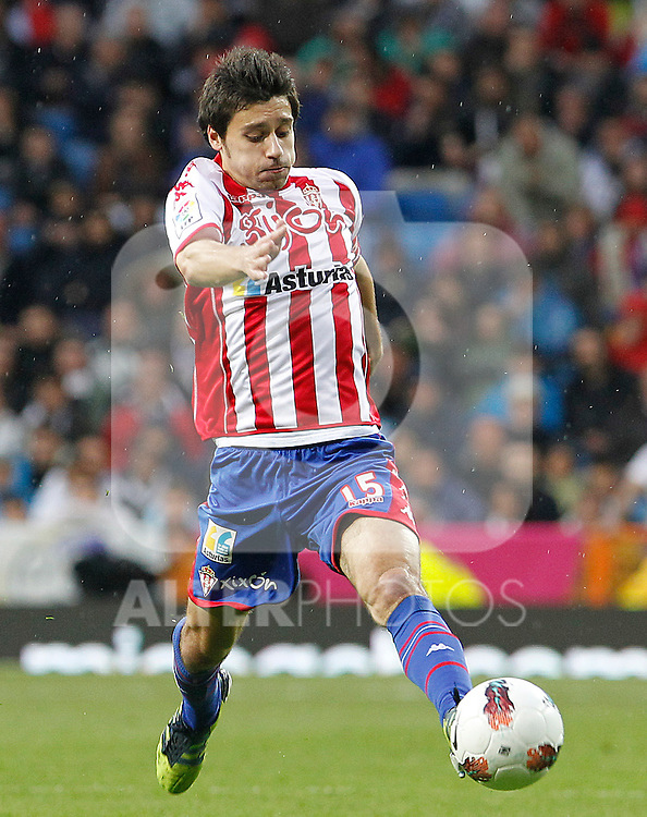 Sporting de Gijon's Roberto Canella during La Liga match.April 14,2012. (ALTERPHOTOS/Acero)