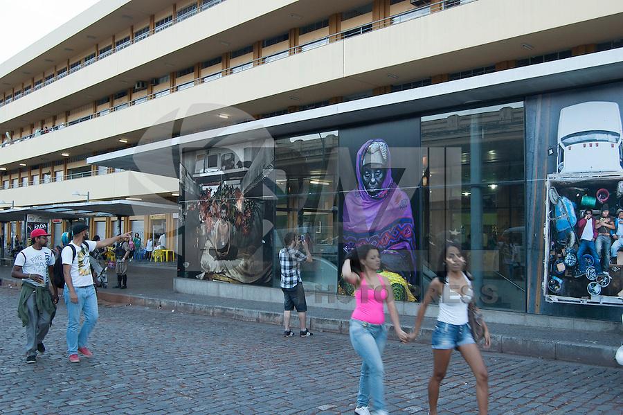 BELO HORIZONTE-MG-15.09.2013-Primeira virada cultural de Belo Horizonte- exposição de fotos nos arredores da praça da estação ferroviária- domingo,15-(Foto: Sergio Falci / Brazil Photo Press)