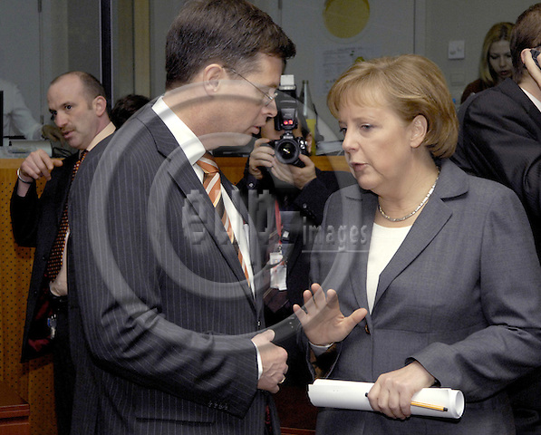 Brussels-Belgium - 09 March 2007---European Council, second day of the summit under the German Presidency; here, Jan Peter BALKENENDE (le), Prime Minister of The Netherlands, with Angela MERKEL (ri), Federal Chancellor of Germany and acting President of the EU-Council---Photo: Horst Wagner/eup-images