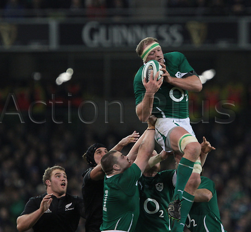 20.11.2010 International Rugby Union from Lansdowne Road Dublin. Ireland v New Zealand. Mick O'Driscoll (Ireland) is lifted high to claim the ball.