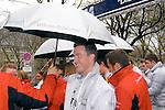 Motorsport: DTM Vorstellung  2008 Duesseldorf<br /> <br /> Ralf Schumacher schaut skeptisch unter dem Schirm bei dem Pressefototermin im Regen.<br /> <br /> Foto © nph (nordphoto)