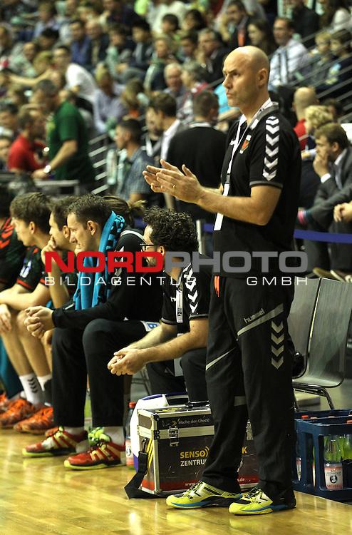 04.10.2015, Max Schmeling Halle, Berlin, GER, 1.HBL, FUECHSE BERLIN VS. TBV LEMGO, im Bild <br /> Cheftrainer (Head Coach) Erlingur Richardsson (Fuechse Berlin)<br /> <br />      <br /> Foto &copy; nordphoto /  Engler<br /> Foto &copy; nordphoto /  Engler