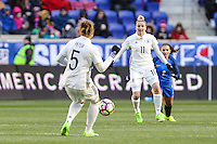 HARRISON, NJ, 04.03.2017 - FRANÇA-ALEMANHA - Babett Peter #5 e Anja Mittag #11 jogadoras da Alemanha durante partida contra a Franca valido pelo 2017 She Believes Cup na cidade de Harrison em New Jersey neste sábado, 4.(Foto: Vanessa Carvalho/Brazil Photo Press/Brazil Photo Press)