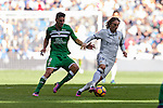 Luka Modric of Real Madrid is followed by Gabriel Appelt Pires of Deportivo Leganes during their La Liga match between Real Madrid and Deportivo Leganes at the Estadio Santiago Bernabéu on 06 November 2016 in Madrid, Spain. Photo by Diego Gonzalez Souto / Power Sport Images