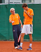 Austria, Kitzbuhel, Juli 14, 2015, Tennis, Davis Cup, Training Dutch team, Robin Haase with in the background coach Martin Bohm<br /> Photo: Tennisimages/Henk Koster
