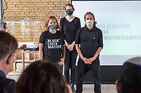 """Auf einer Pressekonferenz erklaerte die Umweltschutzorganisation Extinction Rebellion (XR) am Freitag den 12. Juni 2020 in Berlin ihre Ziele ihrer sog. """"Rebellionswelle"""" der Presse.<br /> Ab Montag den 15. Juni sollen zahlreiche Aktionen in ueber 40 deutschen Staedten stattfinden. Die Aktionen laufen unter dem Motto """"#WeiterSoWarGestern"""" und sollen sich an Konzerne, Regierungen und Lobbyverbaende richten. Aktionen des zivilen Ungehorsams sollen in allen Bundeslaendern stattfinden.<br /> Im Bild vlnr.: Die XR-Aktivisten Annemarie Botzki, Dr. Friederike Schmitz und Tino Pfaff.<br /> 12.6.2020, Berlin<br /> Copyright: Christian-Ditsch.de<br /> [NUR FUER REDAKTIONELLE ZWECKE! Werbung nur auf Anfrage beim Fotografen. Inhaltsveraendernde Manipulation des Fotos nur nach ausdruecklicher Genehmigung des Fotografen. Vereinbarungen ueber Abtretung von Persoenlichkeitsrechten/Model Release der abgebildeten Person/Personen liegen nicht vor. NO MODEL RELEASE! Don't publish without copyright Christian-Ditsch.de, Veroeffentlichung nur mit Fotografennennung, sowie gegen Honorar, MwSt. und Beleg. Konto: I N G - D i B a, IBAN DE58500105175400192269, BIC INGDDEFFXXX, Kontakt: post@christian-ditsch.de<br /> Bei der Bearbeitung der Dateiinformationen darf die Urheberkennzeichnung in den EXIF- und  IPTC-Daten nicht entfernt werden, diese sind in digitalen Medien nach §95c UrhG rechtlich geschuetzt. Der Urhebervermerk wird gemaess §13 UrhG verlangt.]"""