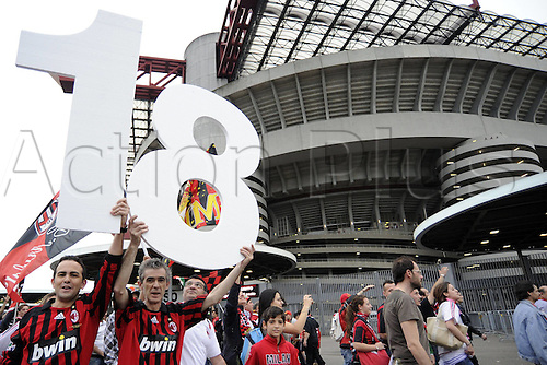 14 05 2011  Series A Milan Cagliari  Photo Supporters of AC Milan celebrate winning the title. . AC Milan drew 0-0 with Cagliari but won the Serie A tile for the 18th time.