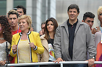 SAO PAULO, 02 DE JUNHO DE 2013 - MOVIMENTACAO PARADA LGBT - O Prefeito de São Paulo, fernando Haddad, acompanhado da esposa, Ana Estela Haddad, da Ministra da Cultura Marta Suplicy e do deputado Jean Wyllys participa da Parada LGBT, na tarde deste domingo, 02, na Avenida Paulista, região central da capital.  (FOTO: ALEXANDRE MOREIRA / BRAZIL PHOTO PRESS)
