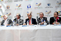 BOGOTA - COLOMBIA - 20-02-2013: Baltazar Medina (Izq.), Presidente del Comité Olimpico Colombiano, Andrés Botero (2Izq.) Director de Coldeportes, Rodrigo Guerrero (Cent.) Alcalde de Cali, Rodrigo Otoya (2Der.), Presidente del Comité organizador de los Juegos Mundiales y Susana Correa (Der.) Directora Ejecutiva de los Juegos Mundiales, durante presentación en Bogotá de Los Juegos Mundiales Cali 2013. (Foto: VizzorImage / Luis Ramírez / Staff).  Baltazar Medina (left), President of the Colombian Olympic Committee, Andres Botero (2L) Coldeportes Director, Rodrigo Guerrero (C) Mayor of Cali, Rodrigo Otoya (2R), President of the Organizing Committee of the World Games and Susana Correa (R) CEO of the World Games, during the presentation in Bogota of the Cali World Games 2013. (Photo: VizzorImage / Luis Ramirez / Staff)...
