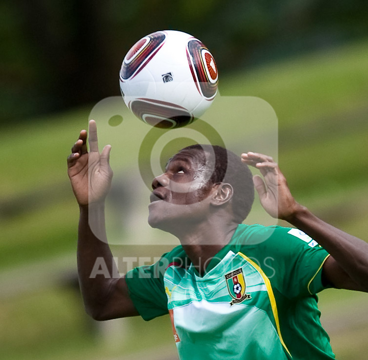 21.05.2010, Dolomitenstadion, Lienz, AUT, WM Vorbereitung, Kamerun Training im Bild Makadji Boukar, Abwehr, Nationalteam Kamerun (Al-Nahdha), EXPA Pictures © 2010, PhotoCredit: EXPA/ J. Feichter