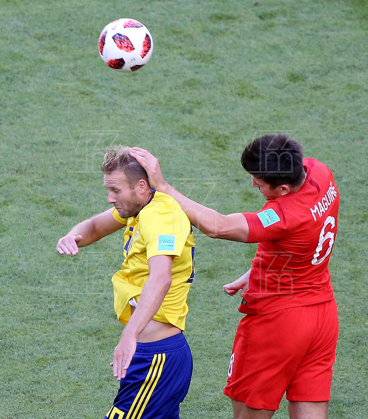 SAMARA - RUSIA, 07-07-2018: Emil FORSBERG (Izq) jugador de Suecia disputa el balón con Harry MAGUIRE (Der) jugador de Inglaterra durante partido de cuartos de final por la Copa Mundial de la FIFA Rusia 2018 jugado en el estadio Samara Arena en Samara, Rusia. / Emil FORSBERG (L) player of Sweden fights the ball with Harry MAGUIRE (R) player of England during match of quarter final for the FIFA World Cup Russia 2018 played at Samara Arena stadium in Samara, Russia. Photo: VizzorImage / Julian Medina / Cont