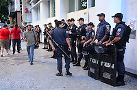 RIO DE JANEIRO, RJ, 11 DE JULHO DE 2013 -MANIFESTAÇÃO DAS CENTRAIS SINDICAIS-RJ- Movimentação de policiais e sindicalistas na manifestação das centrais sindicais do Rio de Janeiro, no centro do Rio de Janeiro.FOTO:MARCELO FONSECA/BRAZIL PHOTO PRESS