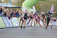 INLINE-SKATEN: STEENWIJK: Gagelsweg (start/finish), Schansweg, Meppelerweg, KPN Inline Cup, Klim van Steenwijk, 02-05-2012, finish bij de Dames, op de streep Sabine Berg (#118) en Manon Kamminga (#88), ©foto Martin de Jong