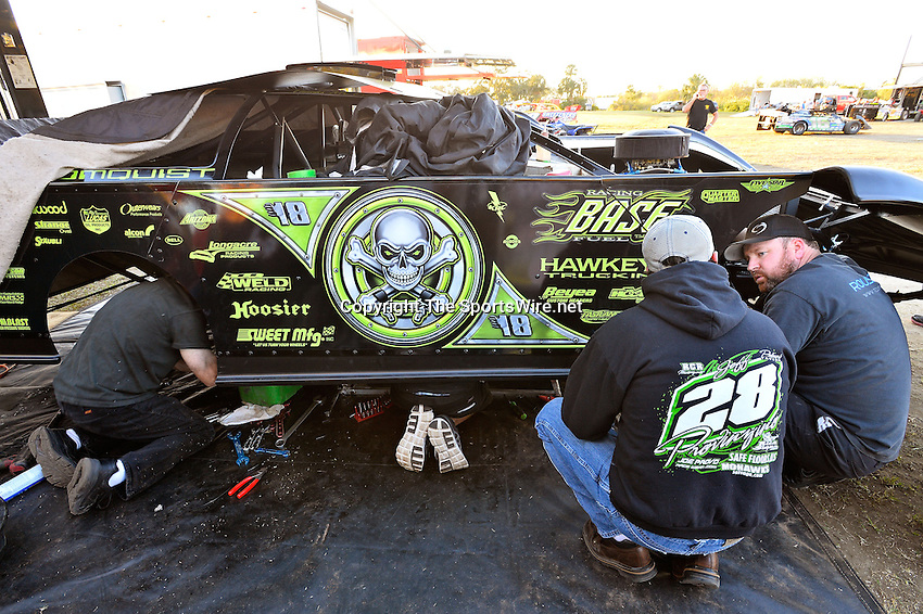 Feb 10, 2014; 6:44:44 PM; Gibsonton, FL., USA; The Lucas Oil Dirt Late Model Racing Series running The 38th Annual WinterNationals at East Bay Raceway Park.  Mandatory Credit: (thesportswire.net)