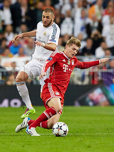 23.04.2014 Madrid, Spain. Toni KROOS (R) takes on Forward Karim Benzema of Real Madrid  during the UEFA Champions League Game between Real Madrid and  FC Bayern Munchen at Santiago Bernabeu Stadium, Valencia