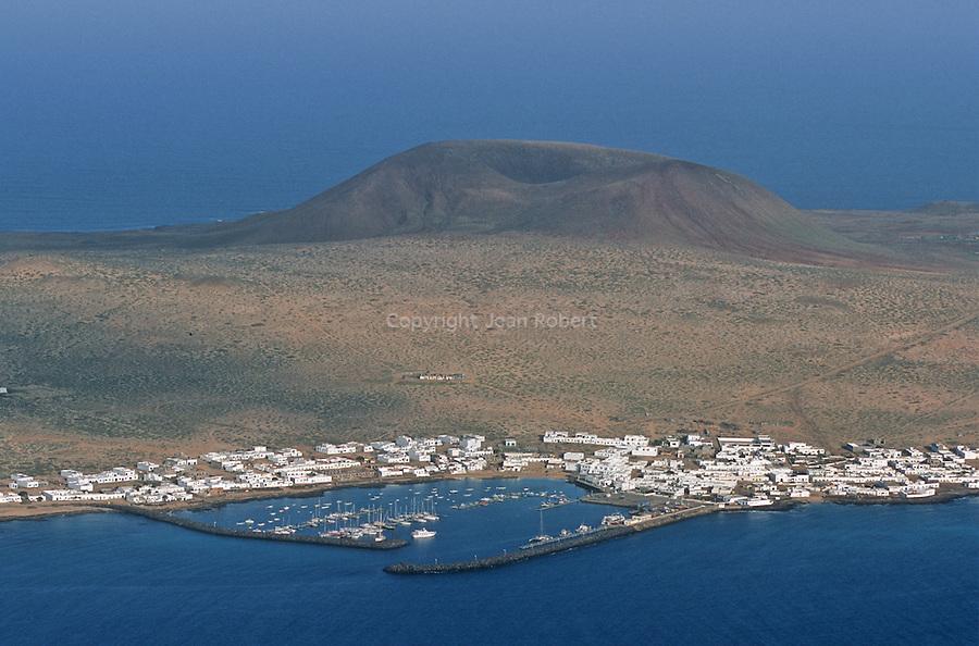 Isla Graciosa vu depuis le Mirador del Rio construit par Cesar Manrique. Ile de Lanzarote.