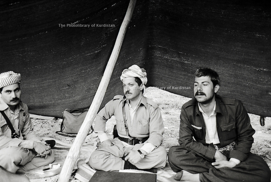 Iran 1985.Massoud Barzani avec a gauche Hoshyar Zibari et a droite Tijk Shawess.Iran 1985.Massud Barzani and left Hoshyar Zibari and right Tijk Shawess