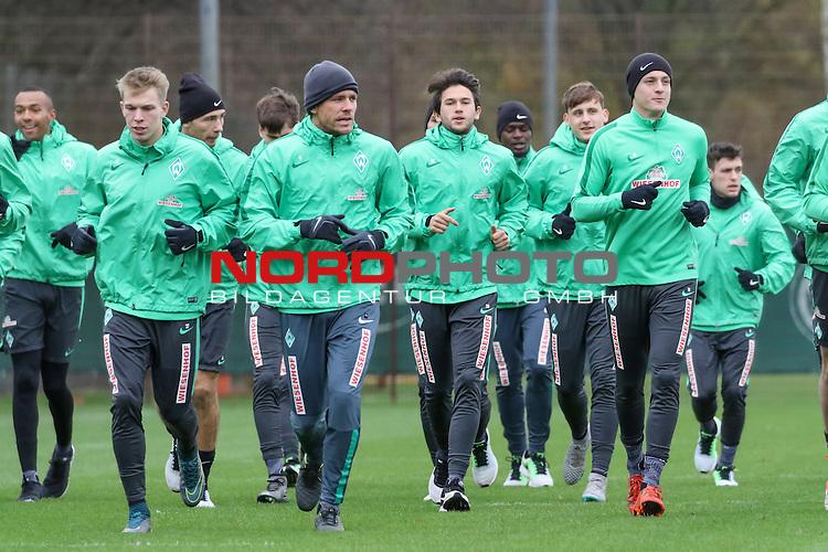 29.11.2015, Trainingsgelaende, Bremen, GER, 1.FBL, Training Werder Bremen<br /> <br /> im Bild<br /> Die Spieler beim Auslaufen, Ganzkoerper, Querformat, Melvyn Lorenzen (Bremen #28), Janek Sternberg (Bremen #37), Lukas Fr&ouml;de / Froede (Bremen #39), Clemens Fritz (Bremen #8), Julian von Haacke (Bremen #26), Assani Lukimya (Bremen #5), Maximilian Eggestein (Bremen #35), Felix Kroos (Bremen #18), Zlatko Junuzovic (Bremen #16)<br /> <br /> Foto &copy; nordphoto / Ewert