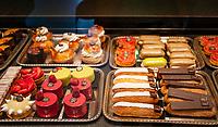 Frankreich, Bourgogne-Franche-Comté, Département Jura, Lons-le-Saunier: Hauptstadt des Départements Jura - Konditorei 'Pâtisseries Pelen' in Zentrum | France, Bourgogne-Franche-Comté, Département Jura, Lons-le-Saunier: capital of Département Jura - pastry shop 'Pâtisseries Pelen' in town centre