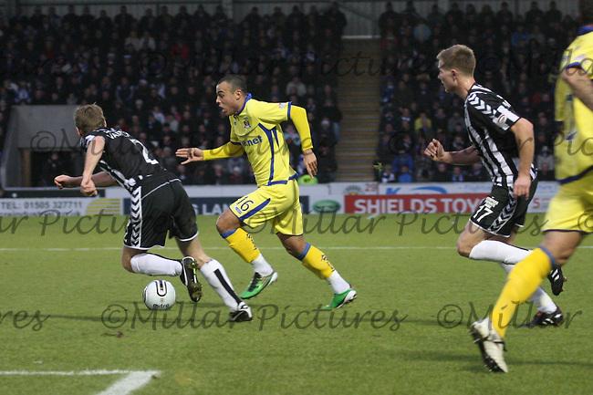 Ben Gordon attacking watched by David van Zanten