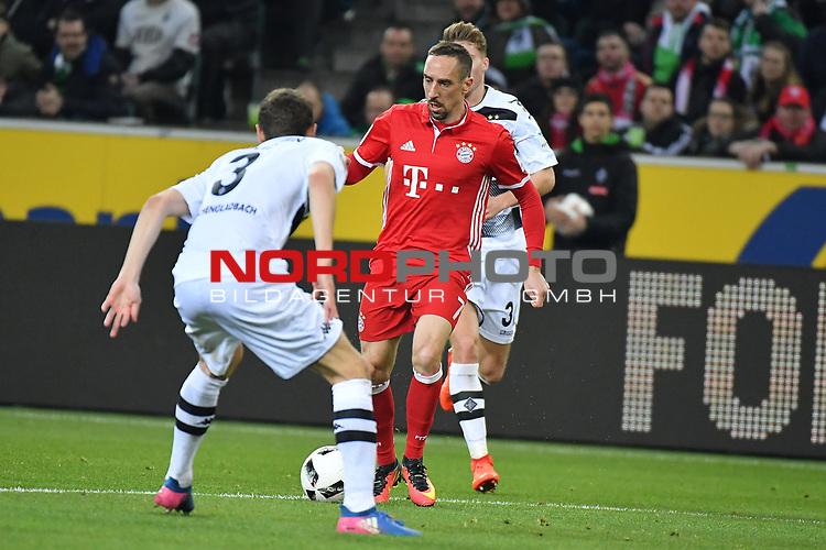 19.03.2017, Borussia-Park, Moenchengladbach, GER, 1.FBL., Borussia M&ouml;nchengladbach. vs. FC Bayern Muenchen<br /> <br /> im Bild / picture shows: <br /> Andreas Christensen (Gladbach #3),im Zweikampf gegen Franck Ribery (FC Bayern Muenchen #7),<br /> <br /> <br /> Foto &copy; nordphoto / Meuter