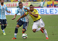 BARRANQUILLA  -COLOMBIA , 17 ,NOVIEMBRE-2015. Frank Fabra jugador de Colombia   disputa el balon con Gabriel Mercado  de Argentina    por la fecha 4 de las eliminatorias para el mundial de Rusia 2018 jugado en el estadio Metropolita Roberto Meléndez./ Frank Fabra of Colombia fights for the ball with Gabriel Mercado of Argentina  during   a match between Colombia and Argentina as part of FIFA 2018 World Cup Qualifier fourt date at Metropolitano Roberto Melendez Stadium on November 17, 2015 in Barranquilla, Colombia. Photo: VizzorImage / Felipe Caicedo / Staff