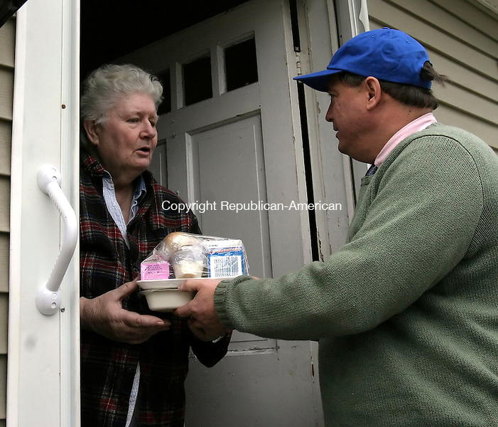 NAUGATUCK, CT. 22 MARCH 2006- 032206BZ02- Meals On Wheels recipient Loretta Dalessio, of Naugatuck, has her food delivered by Naugatuck Mayor Ron San Angelo  Wednesday afternoon.  San Angelo was delivering meals as a sign of support for Waterbury-based New Opportunities Inc's Senior Nutrition Program.  He is part of the day's &quot;Mayor's For Meals&quot; program.<br /> Jamison C. Bazinet Republican-American