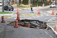 10.01.2020 - Cratera na rua Carlos Comenale em SP