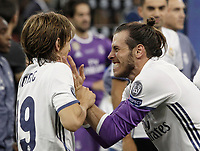 Calcio, Champions League: finale Juventus vs Real Madrid. Cardiff, Millennium Stadium, 3 giugno 2017.<br /> Real Madrid's Luka Modric, left, and Gareth Bale celebrate at the end of the Champions League final match between Juventus and Real Madrid at Cardiff's Millennium Stadium, Wales, June 3, 2017. Real Madrid won 4-1.<br /> UPDATE IMAGES PRESS/Isabella Bonotto