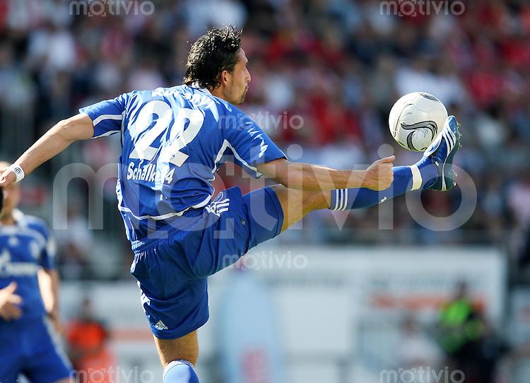 Fussball   1. Bundesliga   Saison 2006/2007   29. Spieltag FSV Mainz 05 - FC Schalke 04                  Kevin KURANYI (Schalke), Einzelaktion am Ball