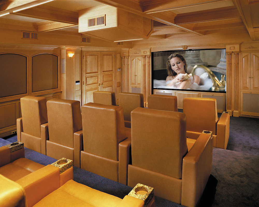 Wooden Theater To Entertain The Whole Family