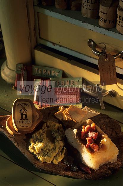 "Europe/Norvège/Iles Lofoten/Svolvaer : Restaurant ""Svinoya Borsen Rorbuer"" - Skrei-cabillaud mariné à la soude avec ses pois cassés"