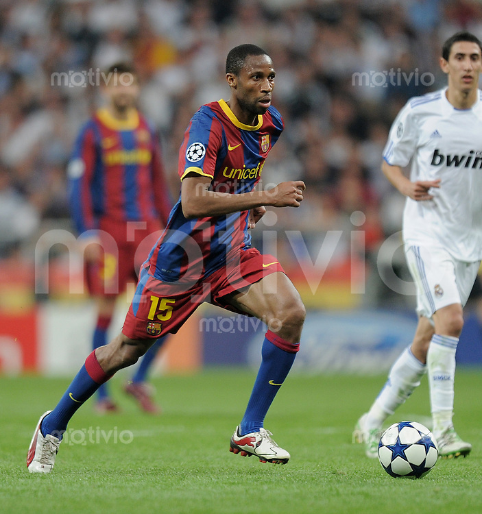 FUSSBALL   CHAMPIONS LEAGUE   SAISON 2010/2011   Halbfinale  27.04.2011 Real Madrid  -  FC Barcelona Seydou Keita  (Barca) am Ball