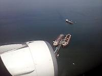 BAHIA DE SANTA MARTA - COLOMBIA - 26-09-2015: Buques cargueros en la bahia de Santa Marta   / Cargo ships in the bay of Santa Marta. Photo: VizzorImage / Felipe Caicedo / Staff.