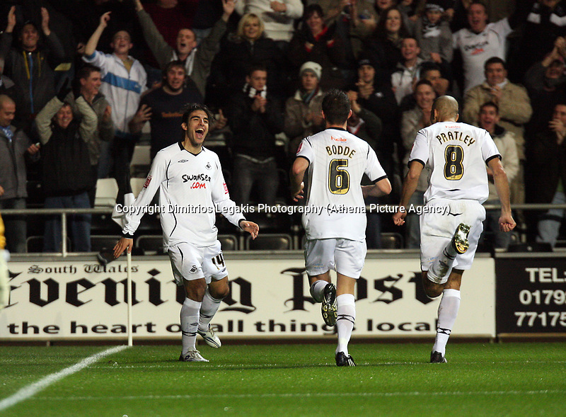 Pictured: (L-R) Jordi Gomez, Ferrie Bodde and Darren Pratley of Swansea City<br /> Re: Coca Cola Championship, Swansea City Football Club v Birmingham City at the Liberty Stadium, Swansea, south Wales Friday 21 November 2008.<br /> Picture by D Legakis Photography (Athena Picture Agency), Swansea, 07815441513