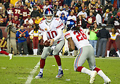 New York Giants quarterback Eli Manning (10) hands off to running back Paul Perkins (28) in the first quarter against the Washington Redskins at FedEx Field in Landover, Maryland on Sunday, January 1, 2017.<br /> Credit: Ron Sachs / CNP<br /> (RESTRICTION: NO New York or New Jersey Newspapers or newspapers within a 75 mile radius of New York City)