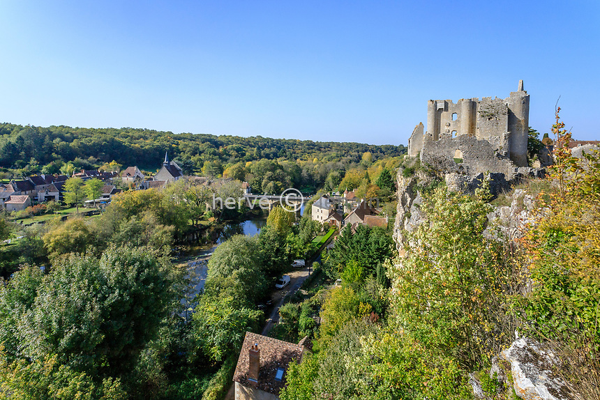 France, Vienne, Angles sur l'Anglin, labelled Les Plus Beaux Villages de France (The Most beautiful Villages of France), ruins of the castle overlooking the Anglin river // France, Vienne (86), Angles-sur-l'Anglin, labellisé Les Plus Beaux Villages de France, ruines du château dominant l'Anglin