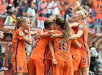 20170806 - ENSCHEDE , NETHERLANDS : Dutch players celebrating their equalizer  pictured during the female soccer game between The Netherlands and Denmark  , the final at the Women's Euro 2017 , European Championship in The Netherlands 2017 , Sunday 6th of August 2017 at Grolsch Veste Stadion FC Twente in Enschede , The Netherlands PHOTO SPORTPIX.BE | DIRK VUYLSTEKE