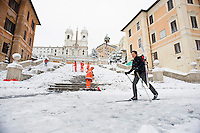 Un romano transita sui suoi sci da fondo davanti la scalinata di Trinità dei Monti. Una fitta nevicata ha imbiancato anche la Capitale dopo aver colpito gran parte dell'Italia provocando seri danni e enormi disagi alla circolazione di tutti i mezzi..A rare snowfall blanketed Rome. Other parts of the country experienced frigid temperatures unseen in years.
